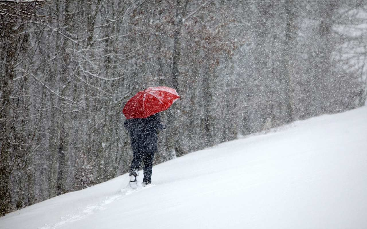 Nach Hochwasser heftige Schneefälle in Frankreich
